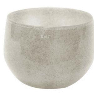 Diese handgearbeitete und mundgeblasene Vase von Dutz lässt sich spielend leicht immer wieder neu in Szene setzen. Mal als Solitär Dekoration allein auf dem Tisch oder mal in einer Gruppe mit unterschiedlichen Vasen. Sie werden lange viel Freude an dieser zeitlosen Vase haben. Vase SKRZYSZOW Maße H25 D23 cm